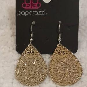 Indie Idol Earrings NWT